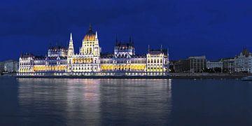 Parlamentsgebäude Budapest in der blauen Stunde von Frank Herrmann