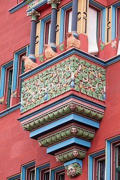 Balkon op Raadhuis van Bazel in Zwitserland van Joost Adriaanse
