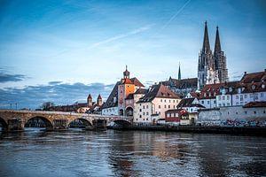 Regensburg 's avonds Stenen brug, kathedraal en Donau bij nacht van Thilo Wagner