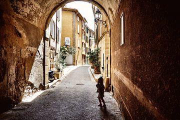 Straatbeeld dorp Zuid-Frankrijk van Sjoerd van der Hucht