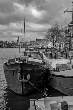 Woonboten in de Amstel van Foto Amsterdam / Peter Bartelings