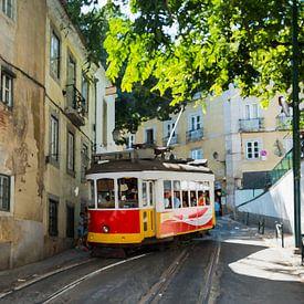 art impression foto van tram 28 in lissabon van Compuinfoto .