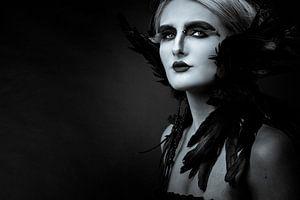 artistiek portret van vrouw in zwart-wit