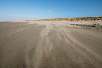 Verschiebender Sand am Strand von Erik Reijnders