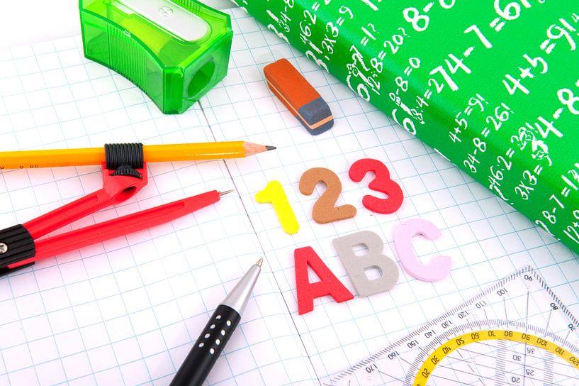 Schoolspullen als pen en schrift van Ivonne Wierink
