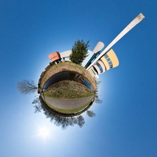 Planet Wall House #2 van Frenk Volt