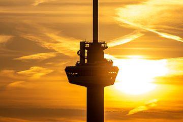 Het kraaiennest van de Euromast in Rotterdam tijdens zonsondergang van MS Fotografie | Marc van der Stelt