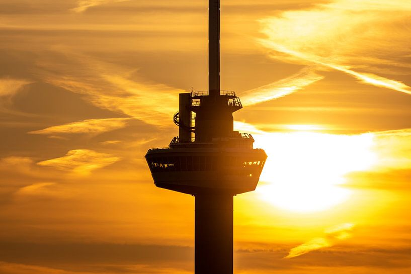 Het kraaiennest van de Euromast in Rotterdam tijdens zonsondergang van MS Fotografie   Marc van der Stelt