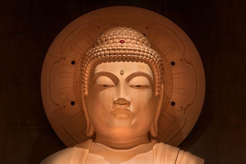 Hoofd van de grote Japanse Boeddha Shakyamuni in Japan. van Kuremo Kuremo