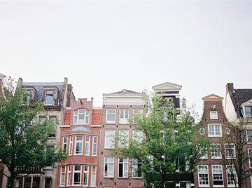 Grachtenpanden in Amsterdam | Nederland van Raisa Zwart
