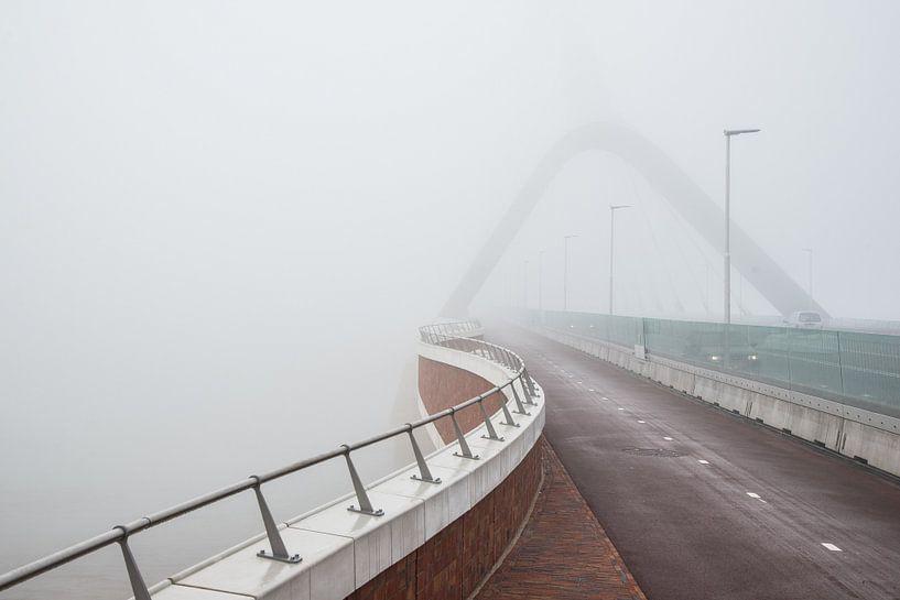 The bridge The Crossing over the Waal at Nijmegen in the fog von Eus Nieuwenhuizen