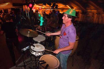 DJ Leo op het Aardbijna dancefeest.
