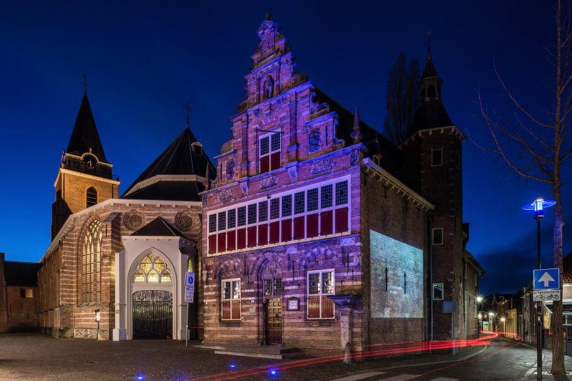Das Stadtmuseum (Stedehuys) und die Petruskerk, Woerden von John Verbruggen
