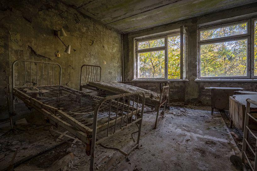 Hospitaalkamer van МСЧ-126 Medico in Pripyat van Karl Smits