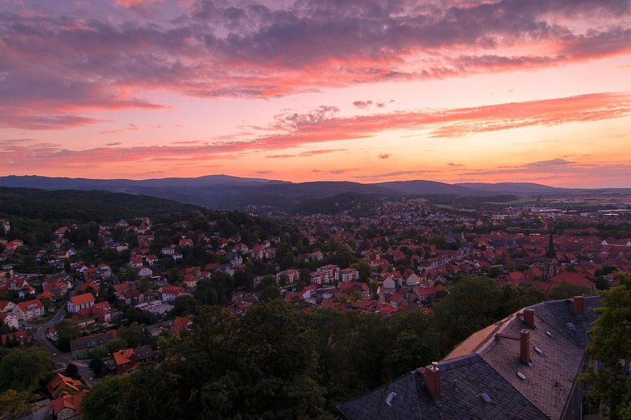Wernigerode stad bij zonsondergang van Mark Scheper