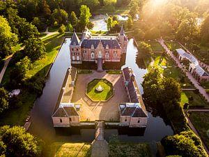 Kasteel in Nederland bij zonsondergang