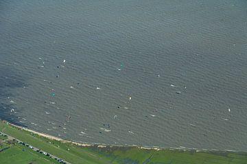 Kitesurfers tijdens Coronacrisis van Jesse Barendregt