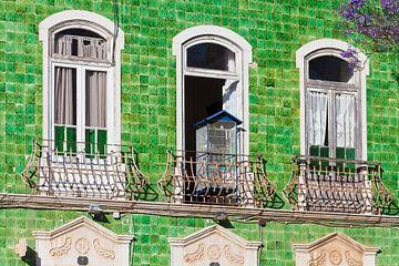 Maison avec des azulejos dans la vieille ville de Lagos sur Werner Dieterich