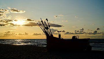 Fischerboote an der polnischen Ostseeküste bei Sonnenuntergang von Heiko Kueverling