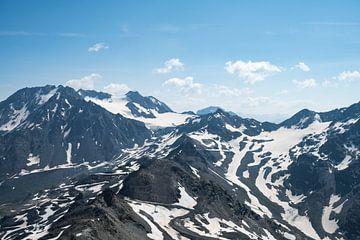 Besneeuwde bergtoppen in Les Trois Vallees, Frankrijk van Christa Stroo fotografie
