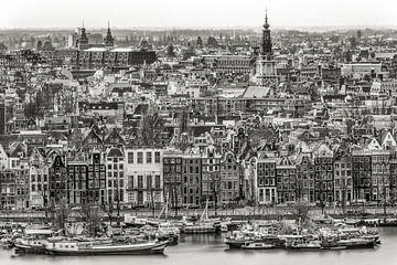 Amsterdam along Prins Hendrikkade sur Peter Bijsterveld
