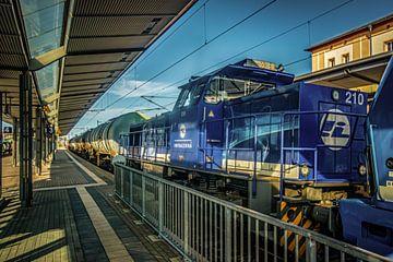 Güterzug im Bahnhof Werdau ( Sachsen ) von Johnny Flash