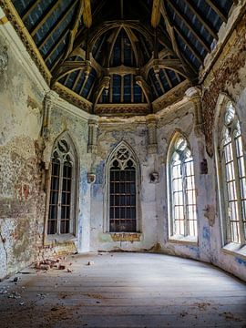 Kasteel / Chateau Hogemeyer, België - Urbex / plafond / blauw / glas in lood / ramen  / vervallen van