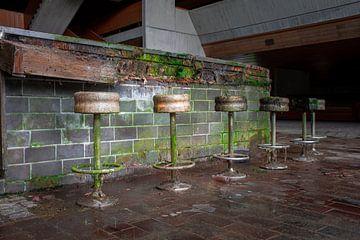 Ausgelaufene Bar in der Schulkantine von Tim Vlielander
