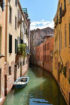 Kanaal in Venetië van Elise van der Bruggen