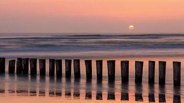 Golfbreker bij Zonsondergang, Ameland, Nederland van Adelheid Smitt