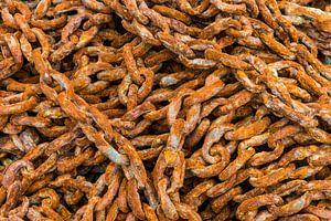 Lange roestige ketting van Daan Kloeg