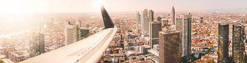 Flugzeugtragfläche über Frankfurt von Thomas Heitz