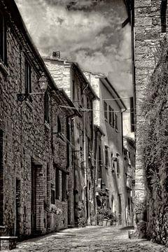 Ancienne ruelle en Italie sur Claudia Evans