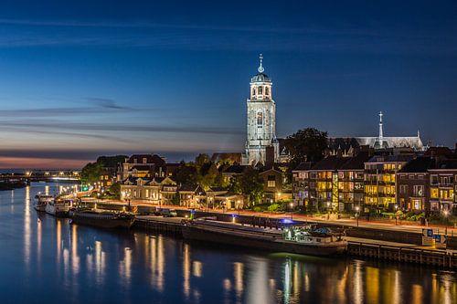 Deventer Skyline tijdens het blauwe uur van