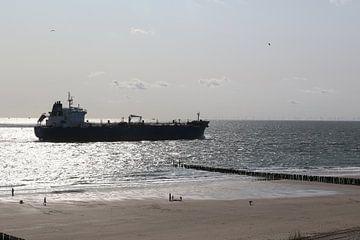 strand schip tanker boot zee westkapelle duinen van Frans Versteden