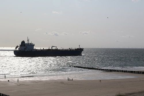 strand schip tanker boot zee westkapelle duinen