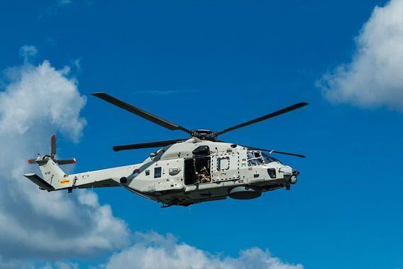 NH90 legerhelikopter in actie van Ilya Korzelius