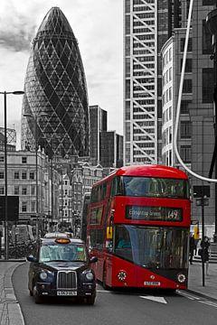 Londres bus et taxi noir / blanc sur Anton de Zeeuw