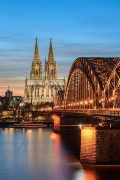 Keulen Hohenzollerbrücke en de Dom van Keulen van Michael Valjak