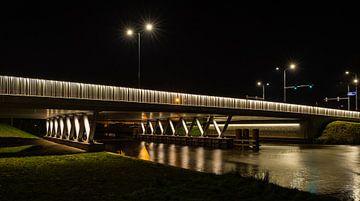 König-Willem-Alexander-Brücke in Breda bei Nacht von Ruud Morijn