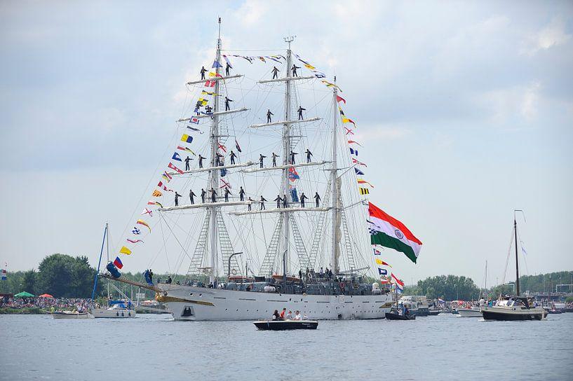 Tallship Tarangini bij de parade van SAIL Amsterdam 2015 van Merijn van der Vliet