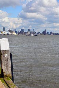 Rotterdamse Skyline vanaf de kade bij Schiedam van FotoGraaG Hanneke
