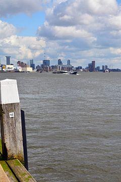 Rotterdam Skyline vom Kai in Schiedam von FotoGraaG Hanneke