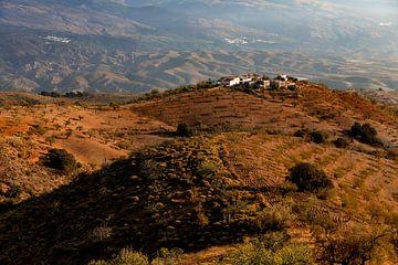 Eine Hazienda mit einer Mandelplantage in Andalusien, Spanien. von Coos Photography