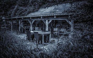 Terrasse und Veranda in schwarz-weiß. von Nico van der Hout