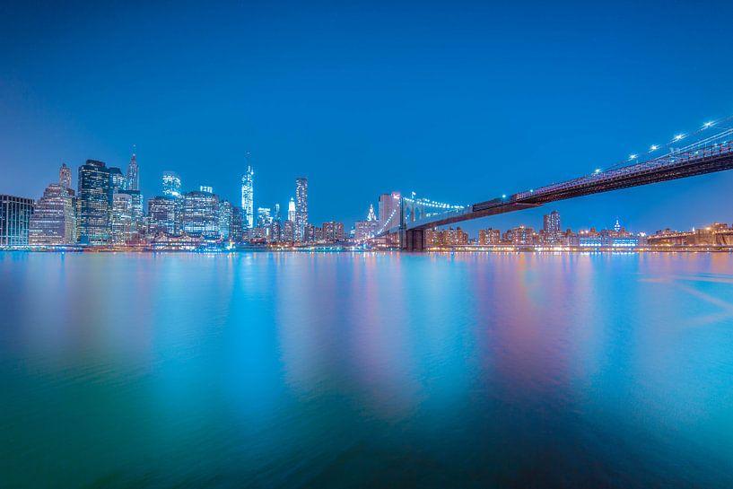 NYC: Brooklyn Bridge at Night van Tom Roeleveld