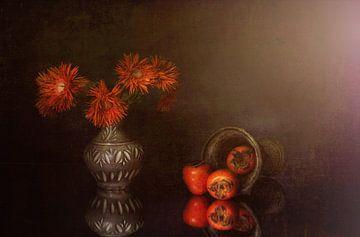 Stilleven in oranje  met kaki's . van Saskia Dingemans