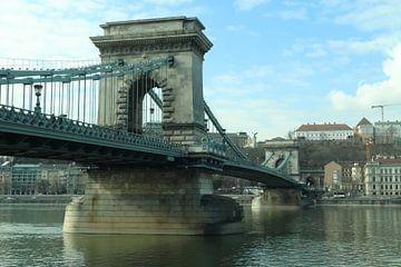 De iconische Kettingbrug in Boedapest  van Jordi Woerts