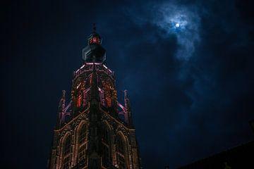 Grote Kerk in Breda bij maanlicht - Landschap van Jesper Stegers