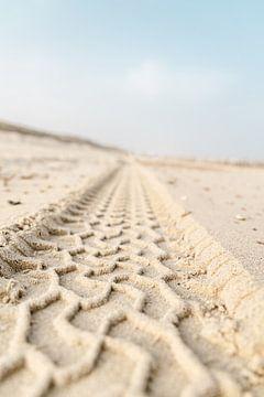 Traces de pneus sur la plage